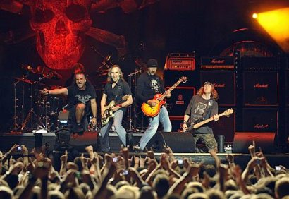 Krokus rock the crowd